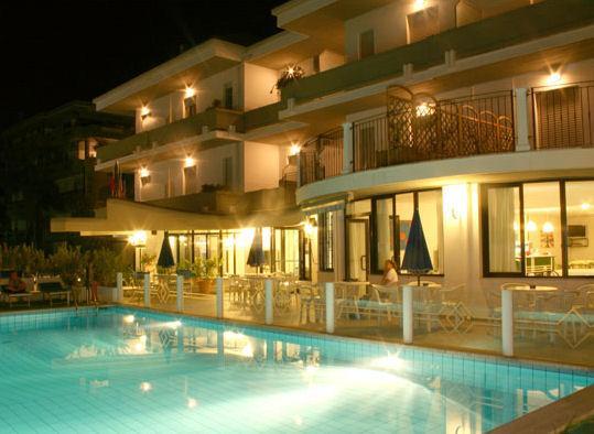 Hotel lady g tortoreto for Disposizione del piano piscina